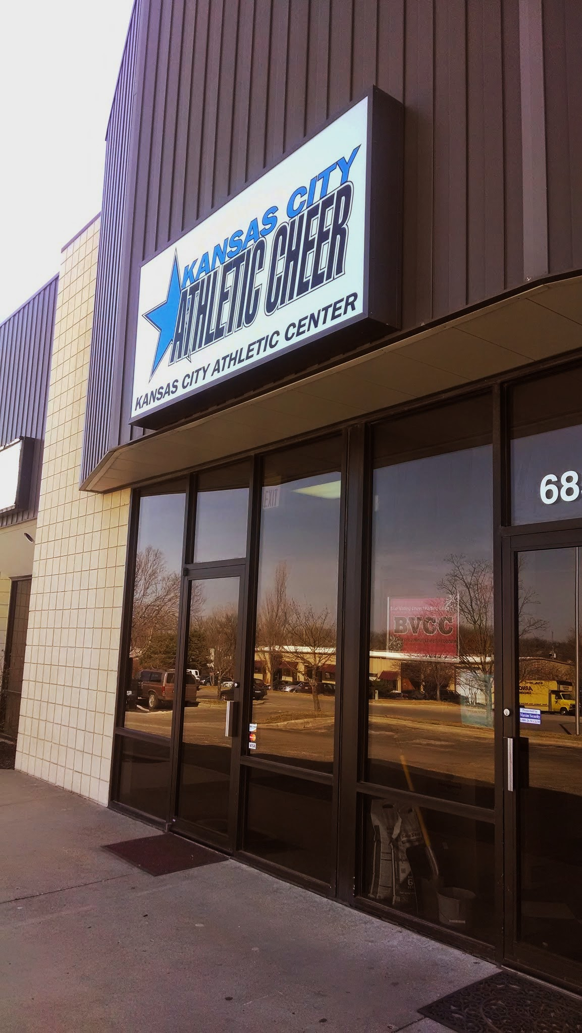 Store Front Signage Helps Kansas City Business Owners Improve Curb Appeal